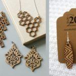 bijuterii-speciale-din-lemn-gravate